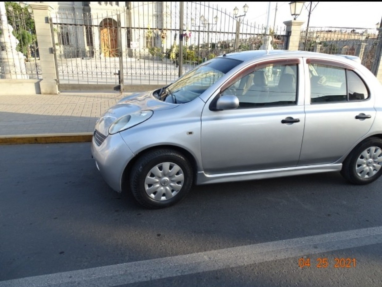NISSAN MARCH 2003 100.000 Kms.
