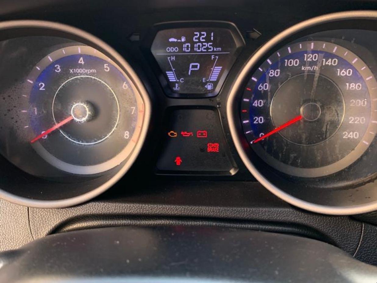 HYUNDAI ELANTRA 2013 101.000 Kms.