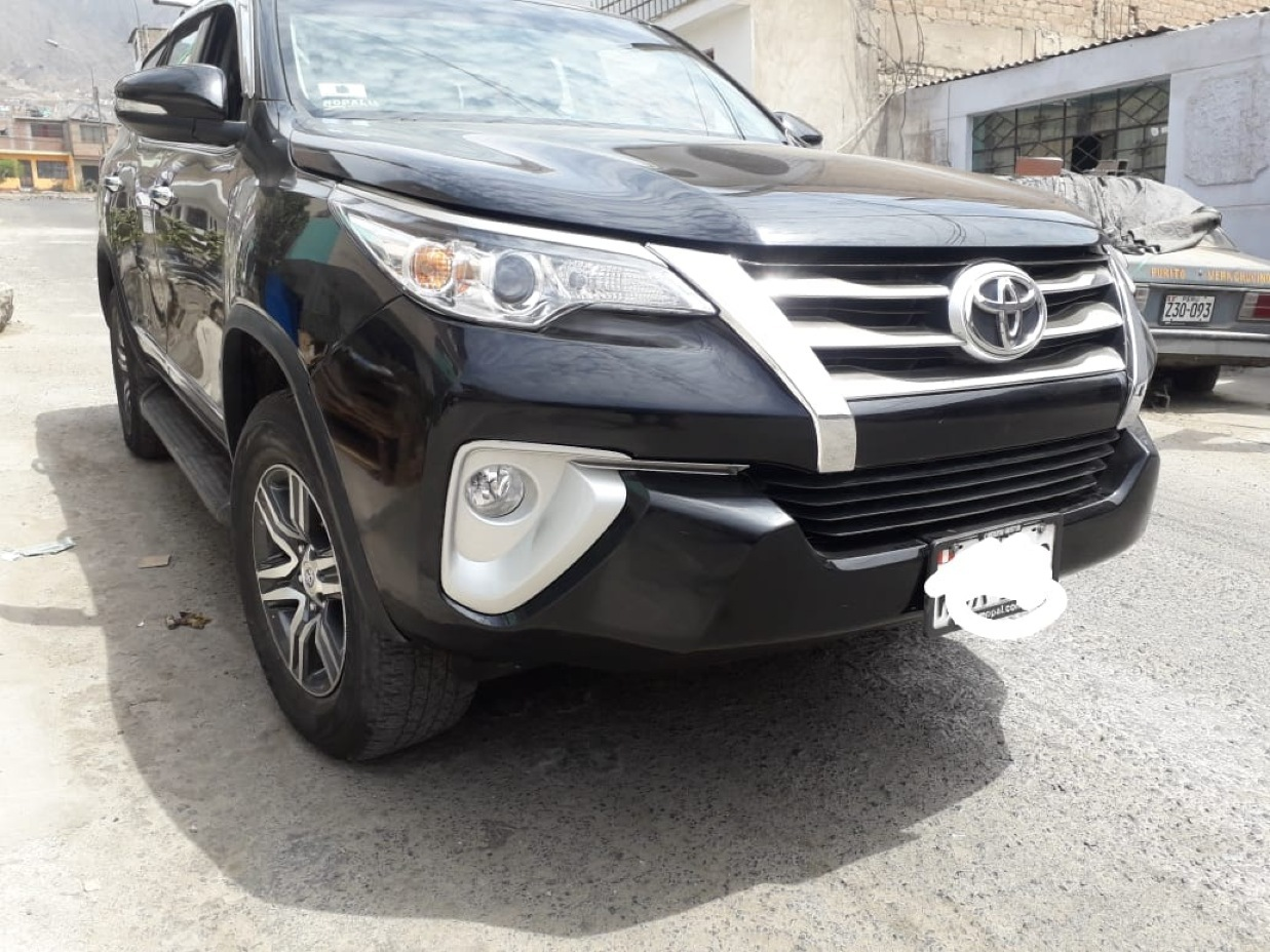 TOYOTA FORTUNER 2017 40.000 Kms.